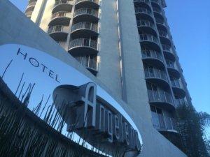 LA Hotel Flirts w/ Luxury Travel, Won't Break Your Wallet's Heart